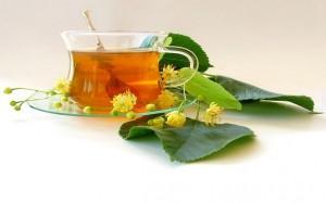 Чай и веточка липы